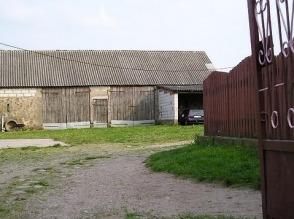 Sprzedam gospodarstwo rolne z zabudowaniami - zdjęcie 1