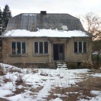Dom do remontu na działce 3500 m2 + 6388 m2 - zdjęcie 1