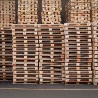 Ukraina. Skrzynie, opakowania europalety drewniane. Od 5 zl/szt. Oferujemy najwyzszej jakosci palety z drewna, opakowania transportowe, skrzynie, palety euro, przemyslowe wlasnej produkcji. Wedlug specyfikacji na zadany wymiar po obrobce termicznej. Stos - zdjęcie 1